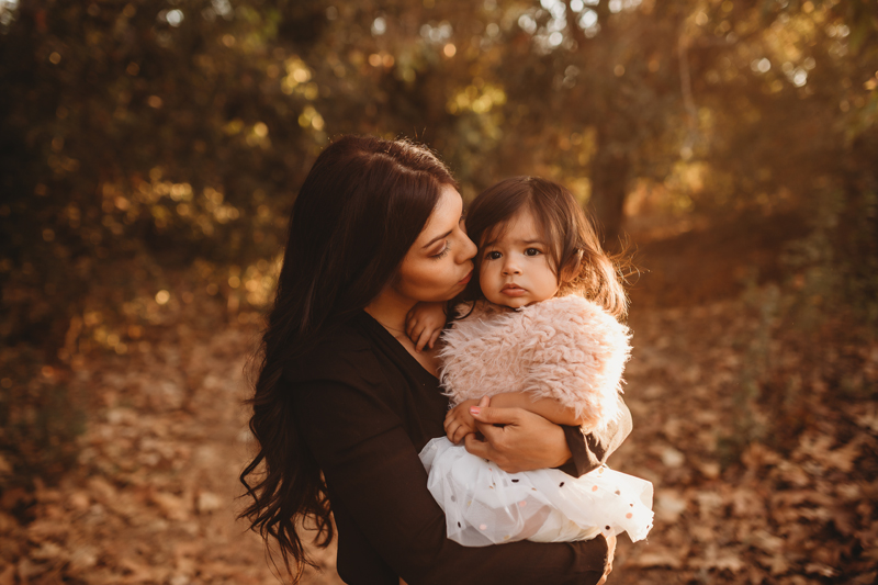 Temecula Family Photographer, mother kissing daughter's cheek