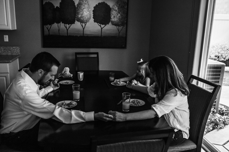 Temecula Lifestyle Documentary Photographer, family praying at the dining room table